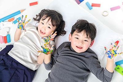 孩子爬上爬下坐不住和感觉统合的关系